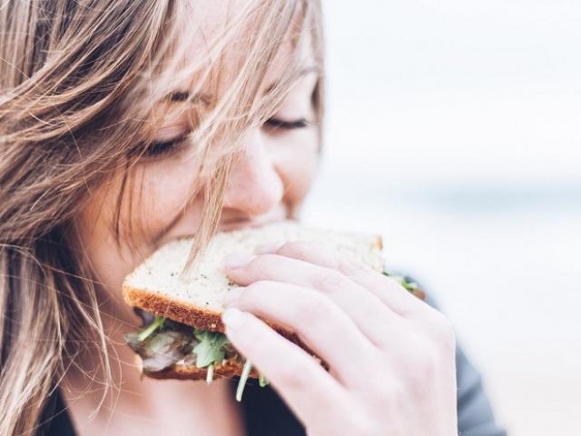 Faites la Paix avec la Nourriture grâce à l'alimentation intuitive
