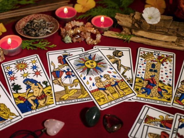 Trouvez les réponses à vos questions grâce aux cartes (tarot et oracles) !